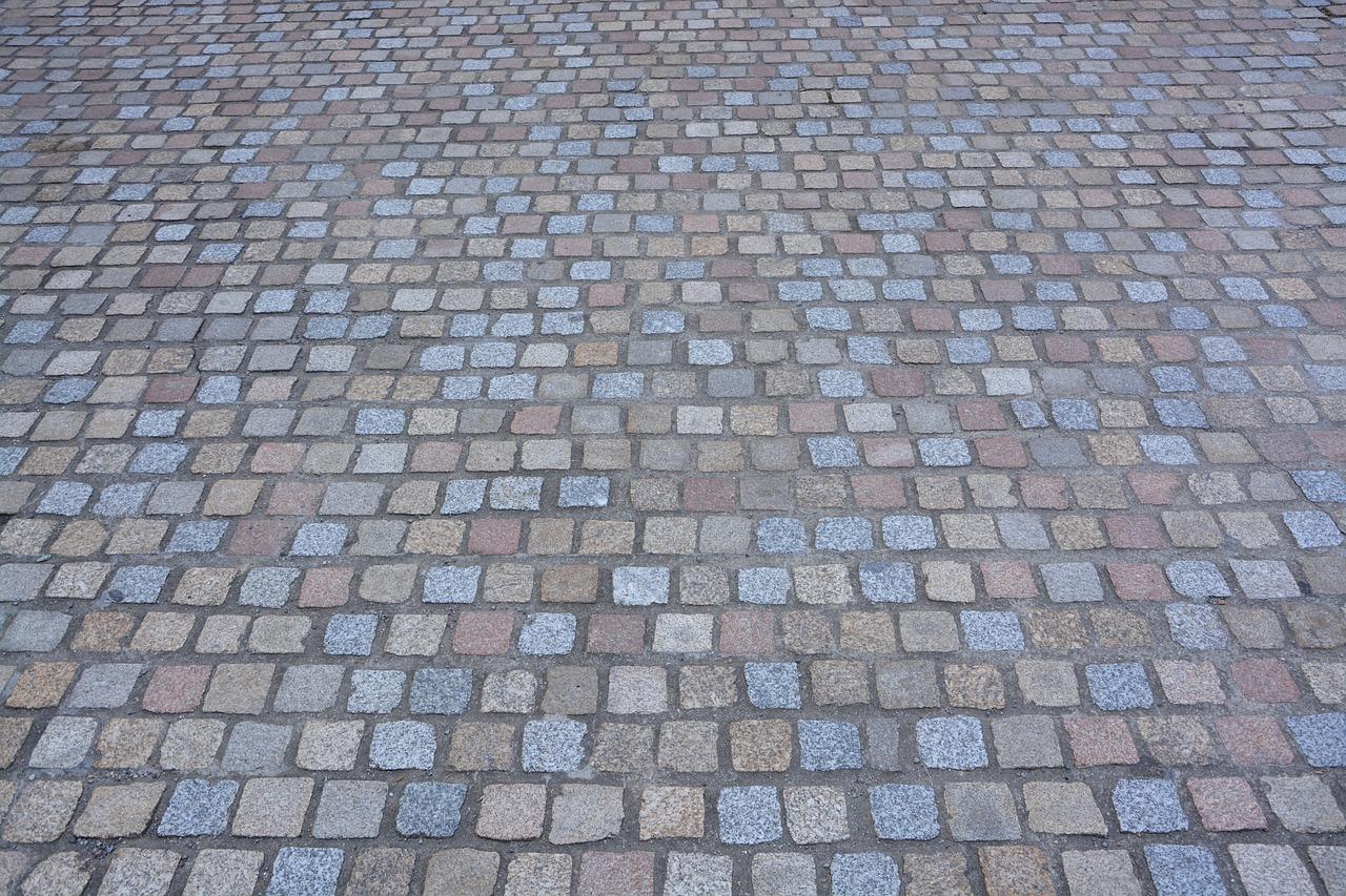 Kostka w stolicy. Kostka brukowa betonowa – Układanie kostki Warszawa