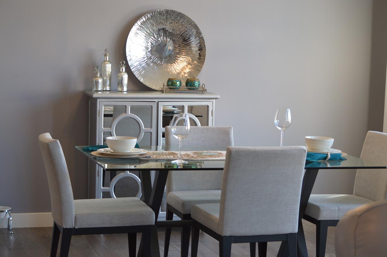 Jaki stół z krzesłami wybrać do eleganckiej jadalni